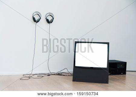 Vintage Crt Tv Screen Blank White Isolated Headphones View