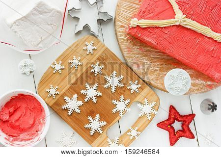 Ugly Christmas Sweater Cake recipe for winter holiday party preparation snowflakes from confectionery fondant for decorating cake creative idea for Christmas New Year Xmas dessert food