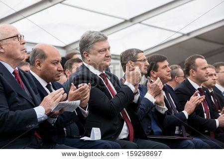 Petro Poroshenko And Suma Chakrabarti