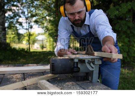 the process of preparation of wood for sawing and construction