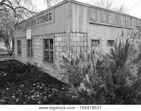 Abandoned building in Prineville in Central Oregon that used to be a gem shop.