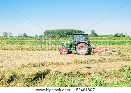 Agricultural jobs haymaking tractor with Tedding equipment