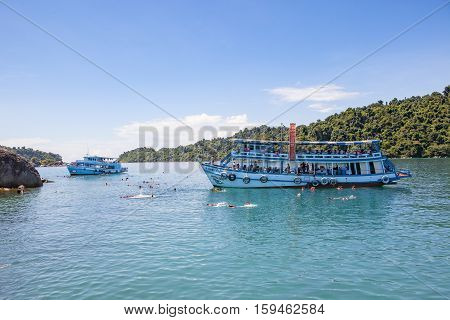 TRAD THAILAND - OCTOBER 29 : tourist boat floating over snorkeling point at koh Rang island in Koh Chang national park on october 29 2014 in trad thailand
