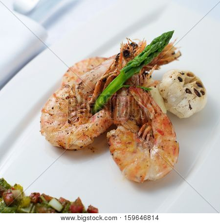 Cooked Shrimp With Asparagus