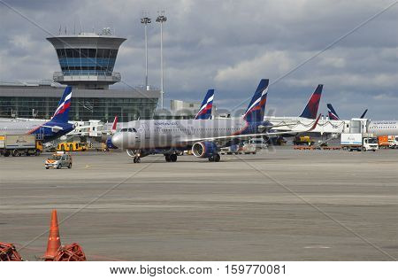 MOSCOW, RUSSIA - APRIL 15, 2015: Airbus A320-214