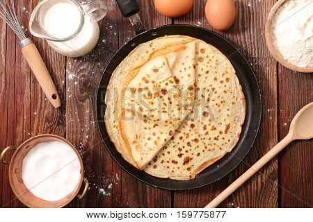 crepe with ingredient