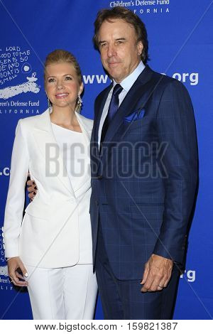 LOS ANGELES - DEC 1:  Susan Yeagley, Kevin Nealon at the Children's Defense Fund - 26th Beat The Odds Awards at Beverly Wilshire Hotel on December 1, 2016 in Beverly Hills, CA
