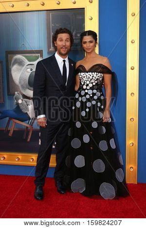 LOS ANGELES - DEC 3:  Matthew McConaughey, Camila Alves McConaughey at the