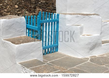 Traditional backyard with blue closed wooden rail and white walls