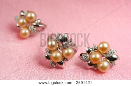 Jewelry Pearl Presents