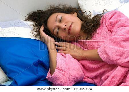 De Latijnse vrouw slaapt