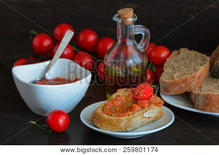 Pa Amb Tomaquet Or Tomaca (bread With Tomato) Also Known As Pan Con Tomate And Tostada. Classic Snac