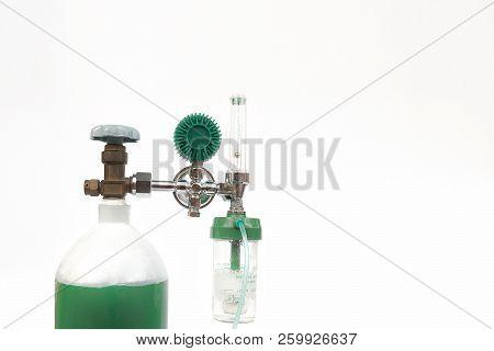 Equipment Medical Oxygen Tank And Cylinder Regulator Gauge.control Pressure Oxygen Gas For Care A Pa