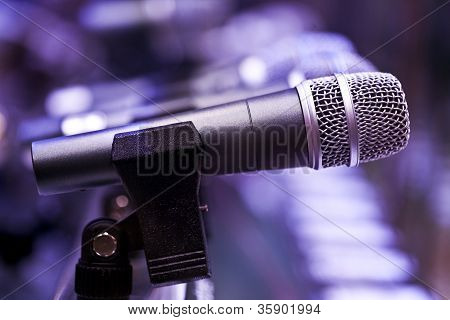 mic with violate background
