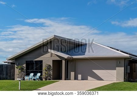 Mackay, Queensland, Australia - April 2020: A Suburban Home In A Residential Subdivision Where Peopl