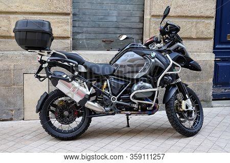 Bordeaux , Aquitaine / France - 10 06 2019 : Bmw 1200 Gs L.c Adventure Motorcycle Bike
