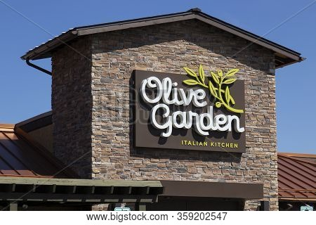 Indianapolis - Circa April 2020: Olive Garden Italian Restaurant. Olive Garden Is Offering Call Ahea