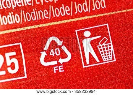Close-up Of Aluminium Recycling Symbol 40 Fe - Label