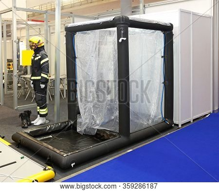 Inflatable Decontamination Shower For Disaster Emergency Cleaning