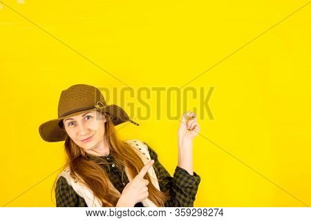 Portrait Of A Happy Brown-haired Girl Makes A Gesture With Her Fingers, Shows An Empty Space With A