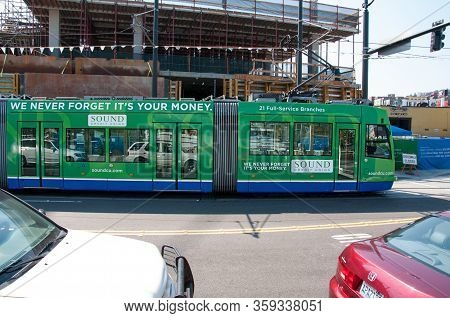Seattle, Wa Usa August 23, 2014 - Seattle Public Transport With These Green Colored Transit Helps Re