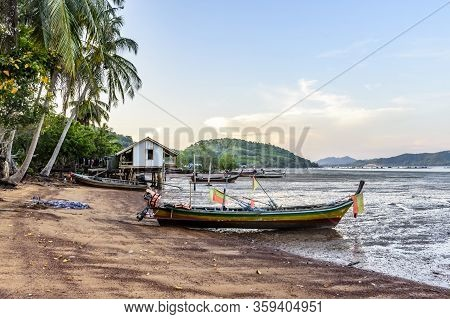 Ko Yao Noi, Phang-nga Bay, Thailand -  March 26, 2020: Beached Boats At Low Tide & House On Stilts O