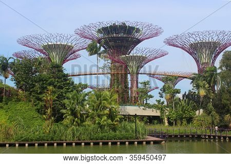Marina Bay, Sg - Dec. 16: Gardens By The Bay Super Tree Grove On December 16, 2016 In Marina Bay, Si