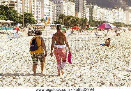 Rio De Janeiro, Brasil- March 05, 2020: Citizens Sunbathe On The Beach Of Copacabana