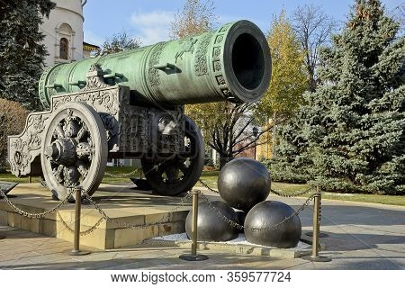 Monument To The Tsar S Cannon In The Kremlin In Moscow. Russia. Clear Sunny Autumn Day, Green Christ