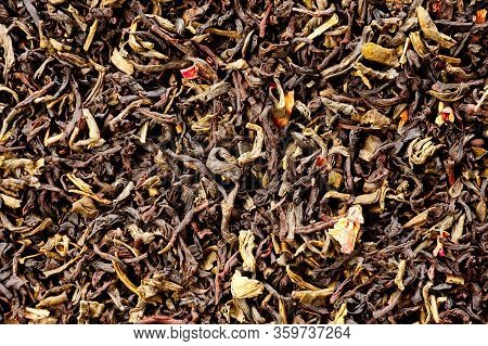 A Mixture Of Black And Green Tea With Vanilla-strawberry Flavor, Sliced Strawberries And Rose Petals