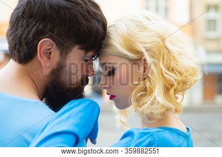Love And Kiss. Romantic Couple Dating. Young Couple In Love Hug Each Other. Couple In Love. Head Por