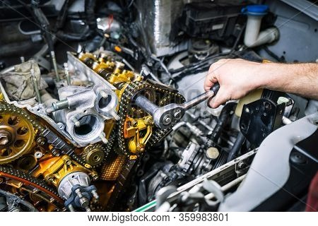 Car Repair: Overhaul Of The V6 Engine. Replacing Drive Chains.