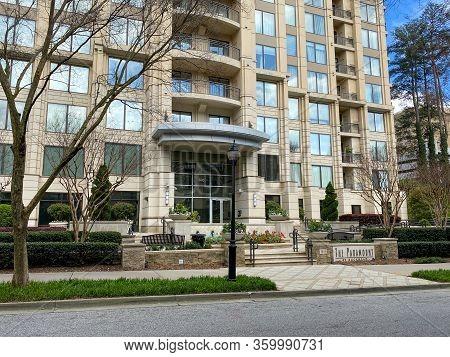 Atlanta, Ga/usa-3/21/20:  The Paramount Condominium Building In The Buckhead District Of Atlanta, Ga