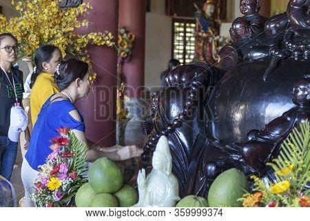 Da Nang, Vietnam - June 27, 2019: Vietnamese Buddhists Pray To The Goddess Of Mercy, The Lady Buddha