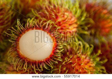 Peel Rambutan