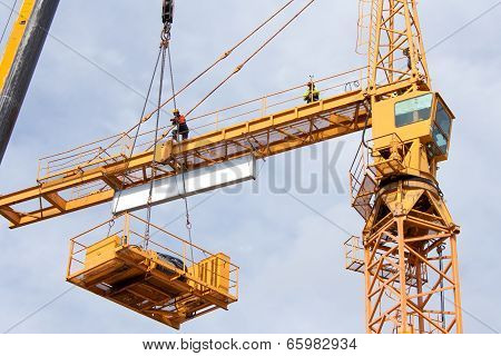 Setting up a tower crane