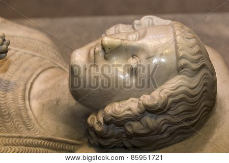 Recumbent statue of  king Robert II le pieux,  in basilica of saint-denis