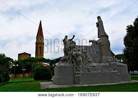 Monumento nel parco ad Arezzo in Toscana