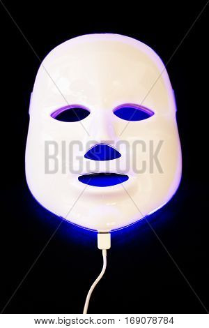 Light rejuvenating mask for facial skin therapy