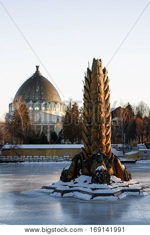 Fountain Colossus, and the pavilion in the background Space, All-Russian Exhibition Center, Moscow