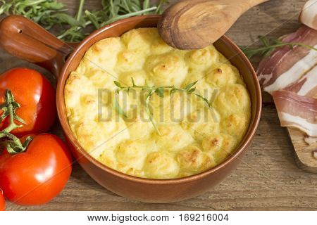 Shepherd's pie in a clay pot with ingredients