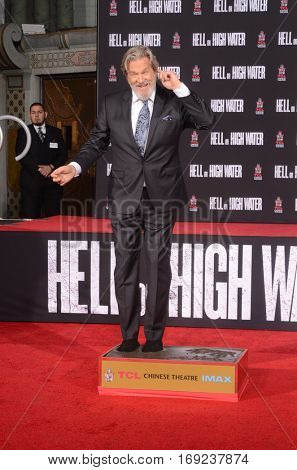 LOS ANGELES - JAN 6:  Jeff Bridges at the Jeff Bridges Hand and Foot Print Ceremony at TCL Chinese Theater IMAX on January 6, 2017 in Los Angeles, CA