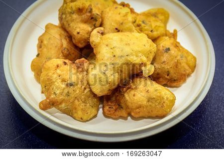 Cucur Udang or Prawn Fritters,it's a common tea time cake among Malaysians.A popular snack in South East Asian countries.