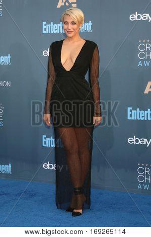 LOS ANGELES - DEC 11:  Erin Darling at the 22nd Annual Critics' Choice Awards at Barker Hanger on December 11, 2016 in Santa Monica, CA