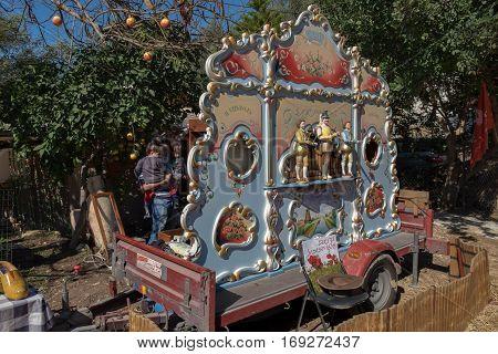 Street Barrel Music Organ