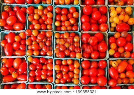 Organic tomatoes in farmer's market