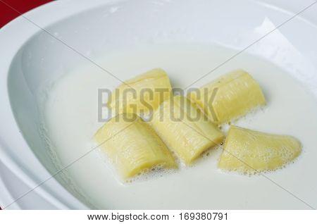 Kluay Buach Chee the national cuisine of Thailand