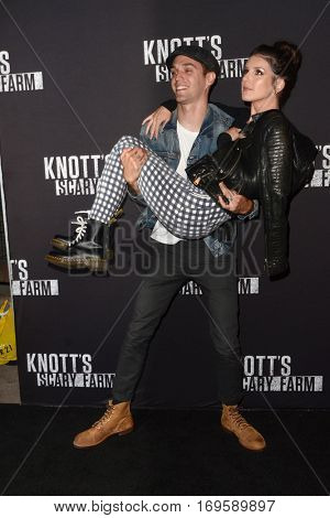 LOS ANGELES - SEP 30:  Josh Beech, Shenae Grimes at the 2016 Knott's Scary Farm at Knott's Berry Farm on September 30, 2016 in Buena Park, CA