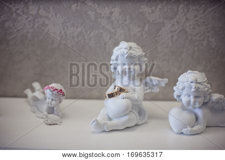 Figurine of an angel with wedding rings