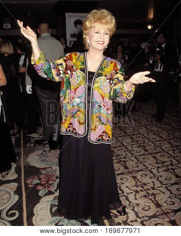 LOS ANGELES -OCT 14:  Debbie Reynolds arrives at the Thalians Ball  at the Century Plaza Hotel on October 14, 1995 in Century City, CA